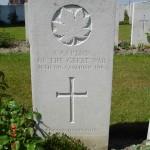 2010 05 Capt Steacie grave marker