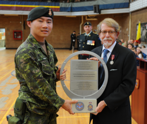 2Lt Wang receiving trophy from Dr. Steinberg, Mayor of Hampstead. Photo: Cplc Julie Turcotte, 34e Groupe-brigade du Canada