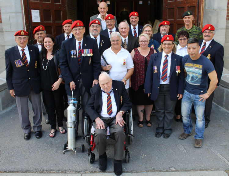 Comrades and friends of RMR Assocation (Br. 14) pose with Comrade Mann in front of the Regimental armoury in September 2016. (Photo credit: Corporal Yeung, RMR)